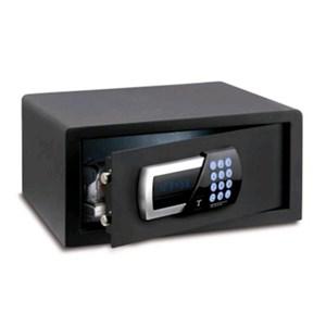 """CAJAFUERTE MÓVIL - Mod. TSW/4HN - Combinación electrónica digital motorizada con pantalla de led - Señalación de todas las funciones con pantalla de led - Cerradura con llave de abertura de emergencia - Posibilidad de colocar un portátil de 15"""" - Medidas interiores cm L 40 x P 35 x 19,5 H - Medidas exteriores cm L 40,5 x P 41 x 20 H - Norma CE"""