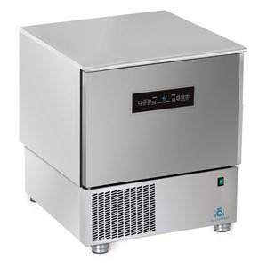 Abatidor de temperatura TOUCH - MOD.AB05 TH - TOUCH SCREEN - Enfriamiento por aire - Capacidad de bandejas: N.5 x GN 1/1 (cm 53x32,5) o N. 5 cm 60x40 - Rendimiento enfriamiento: +70° +3° (Kg.23) - Rendimiento congelación: +70° -18° ( Kg 12 ) - Dim. exteriores cm L 77 x P 76x h 86/90 - CE
