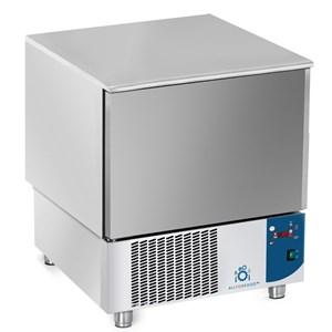 ABATIDOR DE TEMPERATURA - MOD.AB05 - Refrigeración por aire - Capacidad de bandejas: N. 5 x GN 1/1 (cm 53x32,5) o N. 5 cm 60x40 - Rendimiento abatimiento positivo: +70° +3° (Kg.23) - Rendimiento abatimiento negativo: +70° -18° ( Kg 12 ) - Medidas ext. cm L 77 x P 76 x h 86/90 - Norma CE